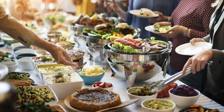 54701319-nourriture-buffet-traiteur-repas-partage-manger-party-concept