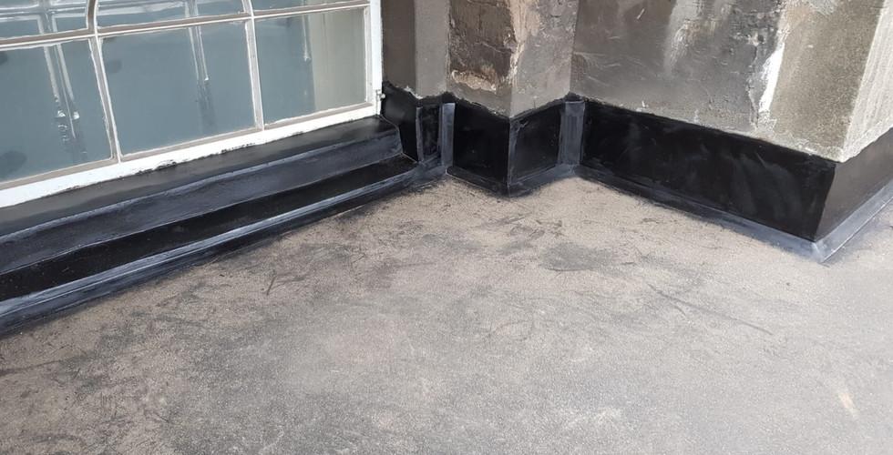 Complete ashphalt roof installation