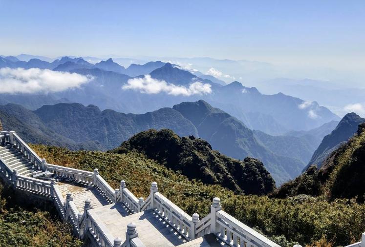 Steps to fansipan peak.png