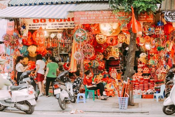 Hanoi-old-quarter-mid-autumn the principal holidays and festival in Vietnamjpg