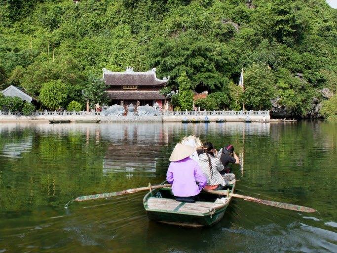 Sampan boat in Trang An