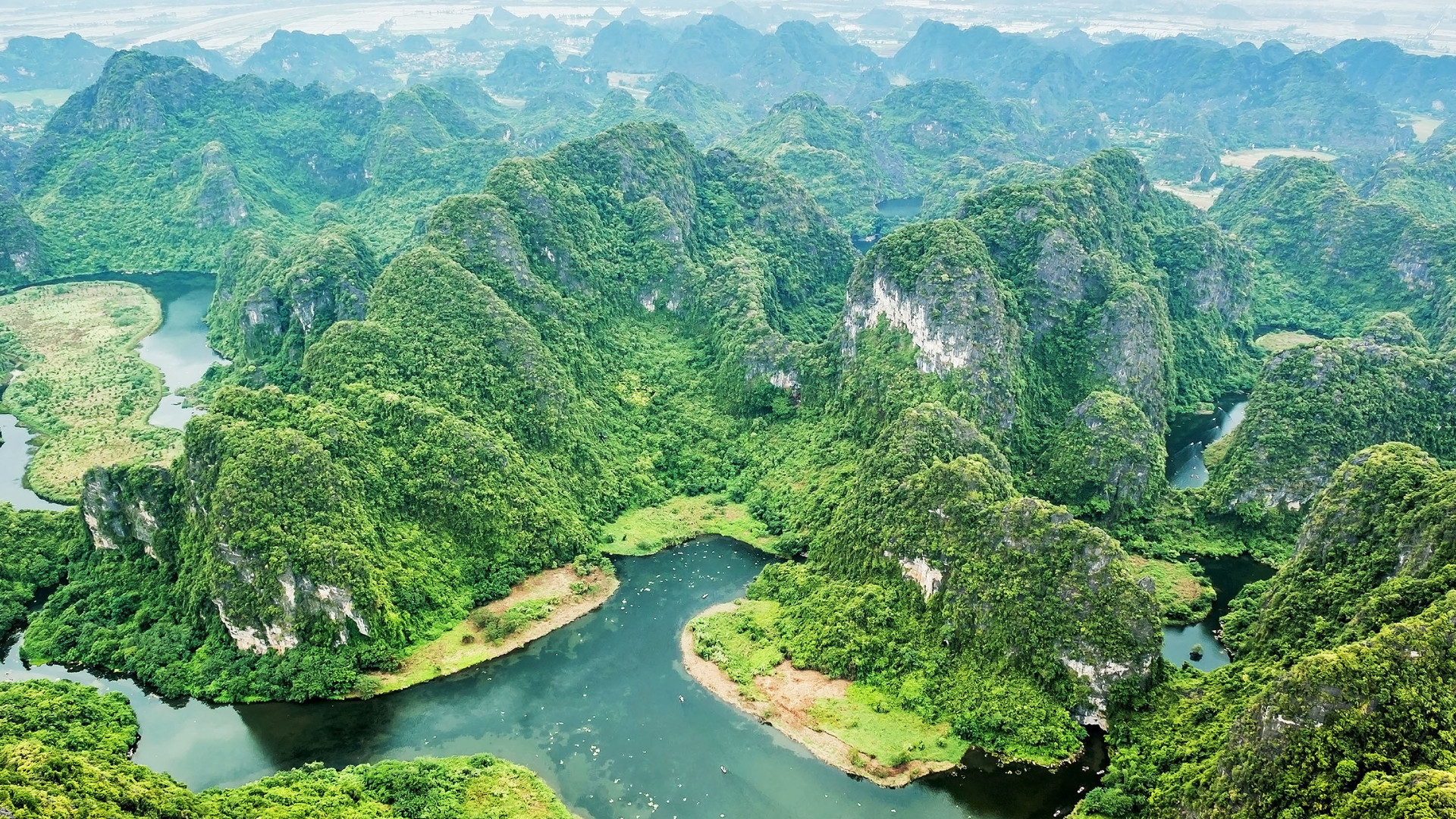Bird-eye view of Trang An.jpg