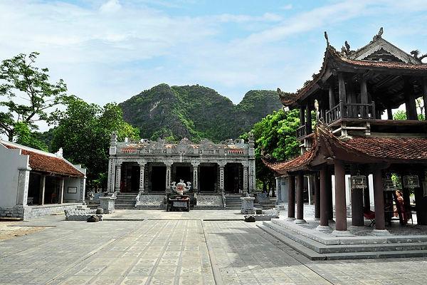 Ninh Binh Travel Guide thai vi temple.jpg
