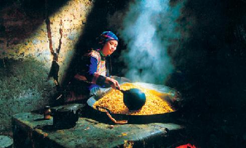 Ha Giang Travel Guide make wine corn-ban pho village.png