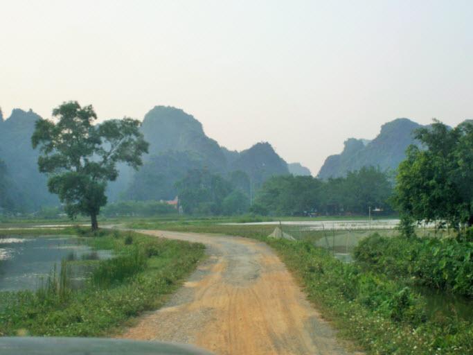 Road to Thai Vi Temple