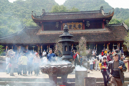 perfume-festival-temple the principal holidays and festival in Vietnam