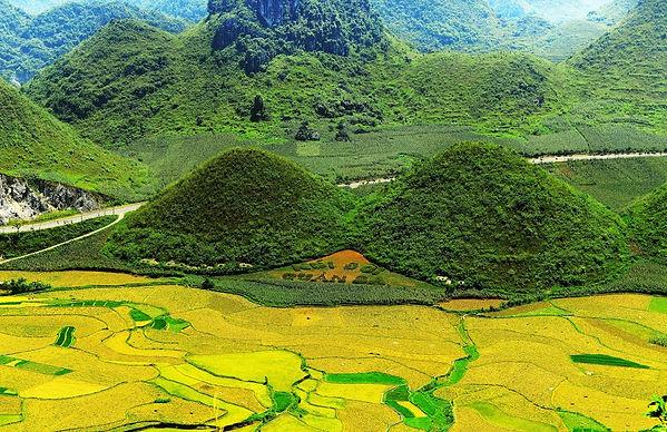 Ha Giang - Twin mountain.jpg