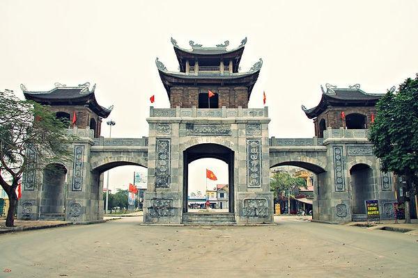 Hoa-Lu-Citadel-Gate-Ninh-Binh.jpg