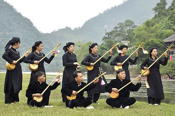 tay ethnic  traditional costumes of Vietnam