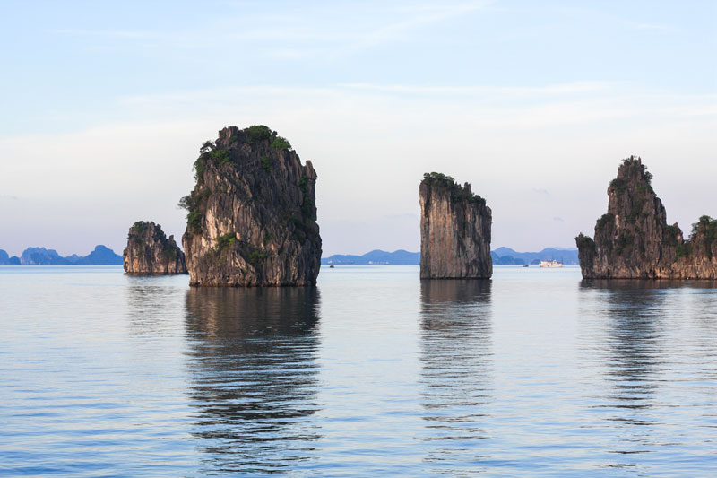 Bai Tu Long Cruise