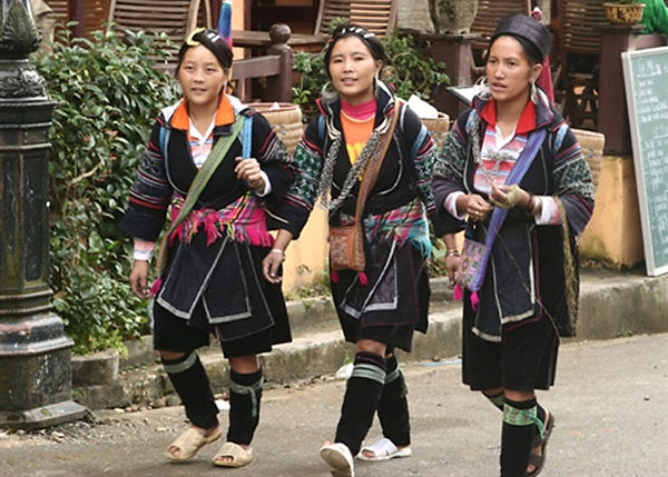 black mong  traditional costumes of Vietnam