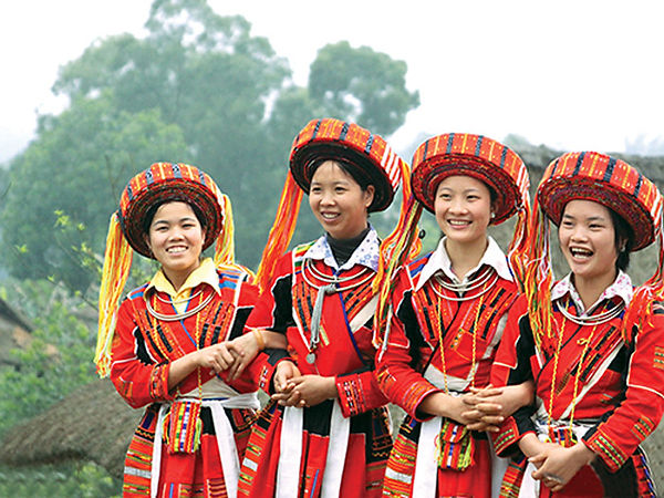 Flower Hmong people -  traditional costumes of Vietnam