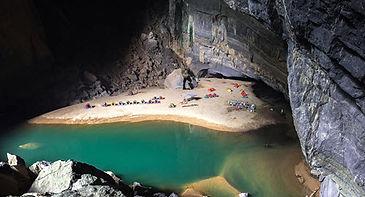 camping in hang en cave