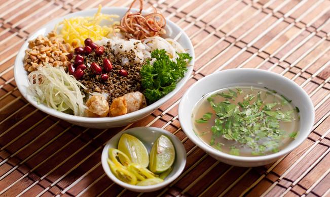Mussel rice Vietnamese Food.jpg
