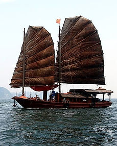 Sailing Halong_edited.jpg