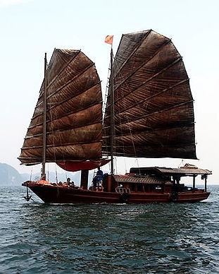 Sailing Halong_edited.jpg