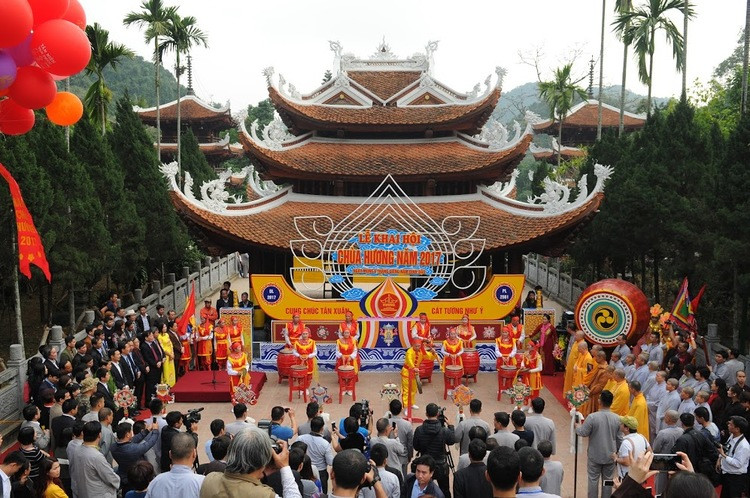 huong-pagoda-festival the principal holidays and festival in Vietnam