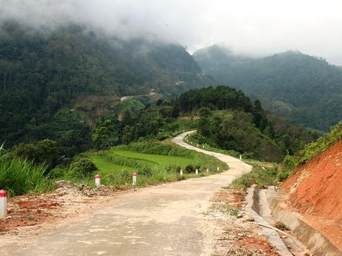 Winding road in Hoang Su Phi