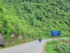 the way to Tam Canh Pass.jpg