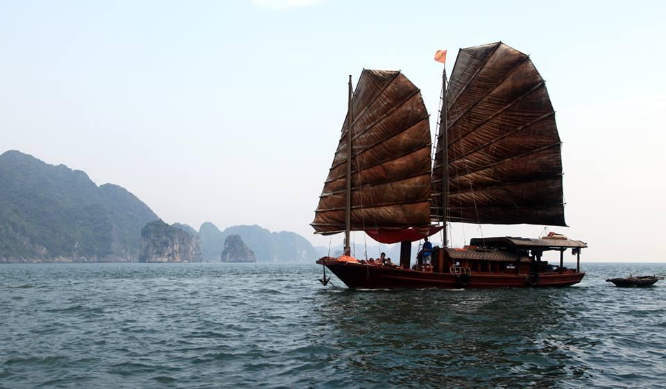 Sailing Halong