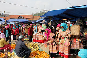 Flower H'mong people at Bac Ha market.jp