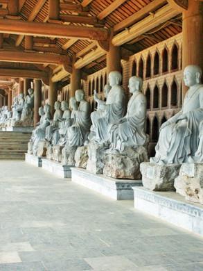 Bai dinh pagoda arhats