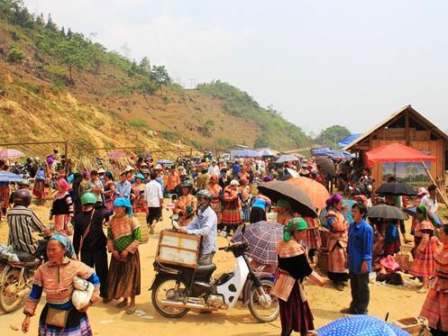 Bac Ha hill tribe market