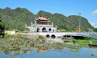 tour to Hoa Lu