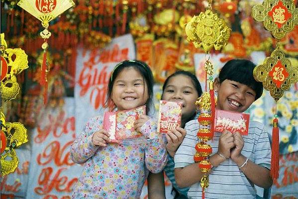 happy-children-for-receiving-lucky-money the principal holidays and festival in Vietnam