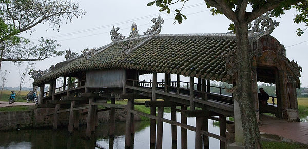 Hue Travel Guide thanh toan bridge.jpg