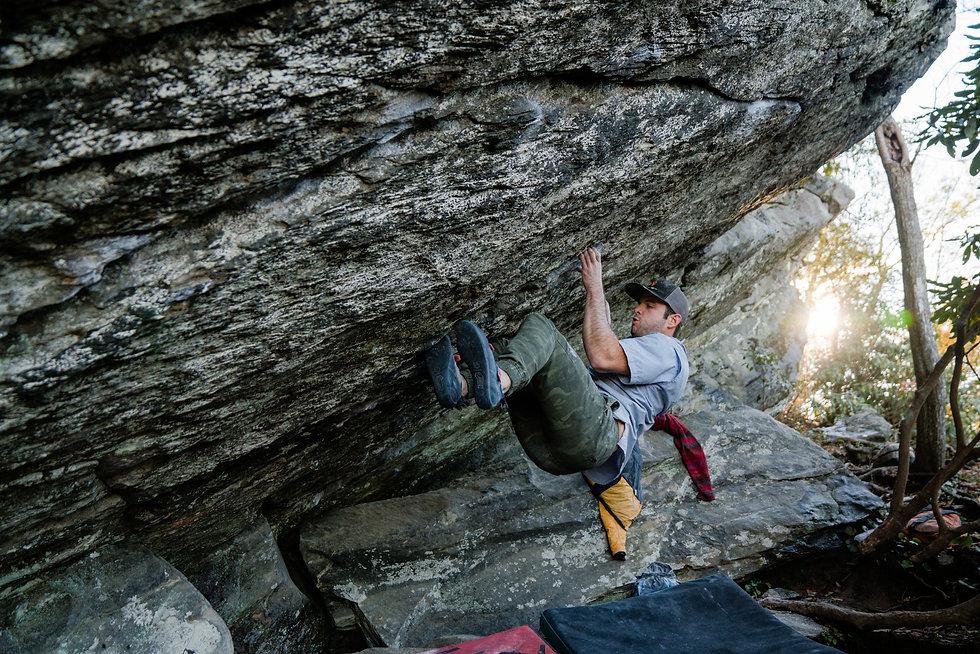 climbing%20on%20rock_edited.jpg