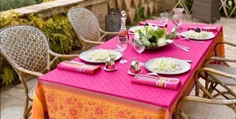 French Tablecloth/Napkin Set Jacquard Fuchsia Massilia