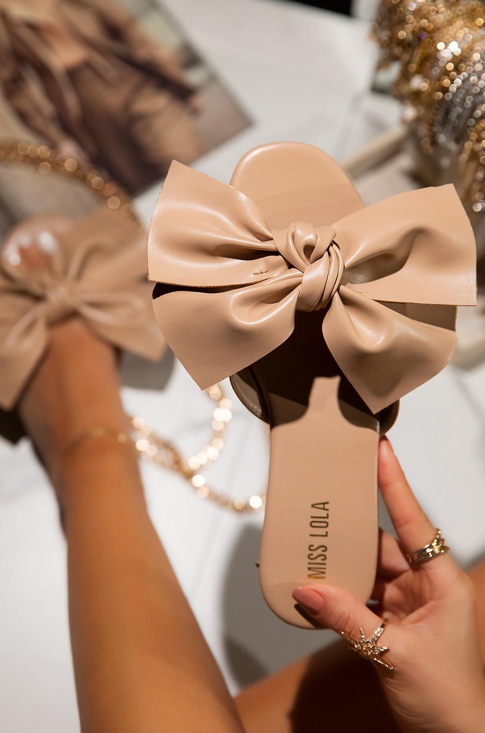Pretty Girl nude sandals