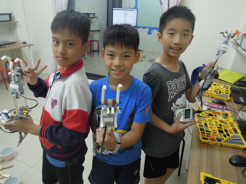 樂高機器人實驗室