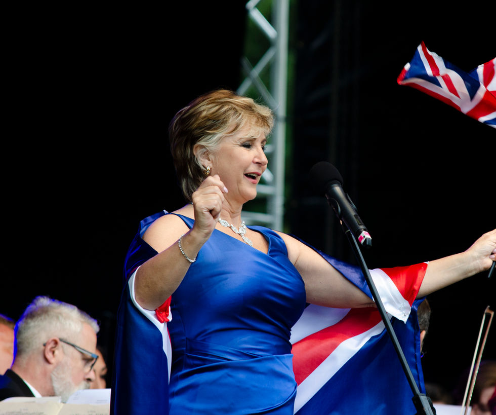 Lesley Garret  GB Flag.jpg