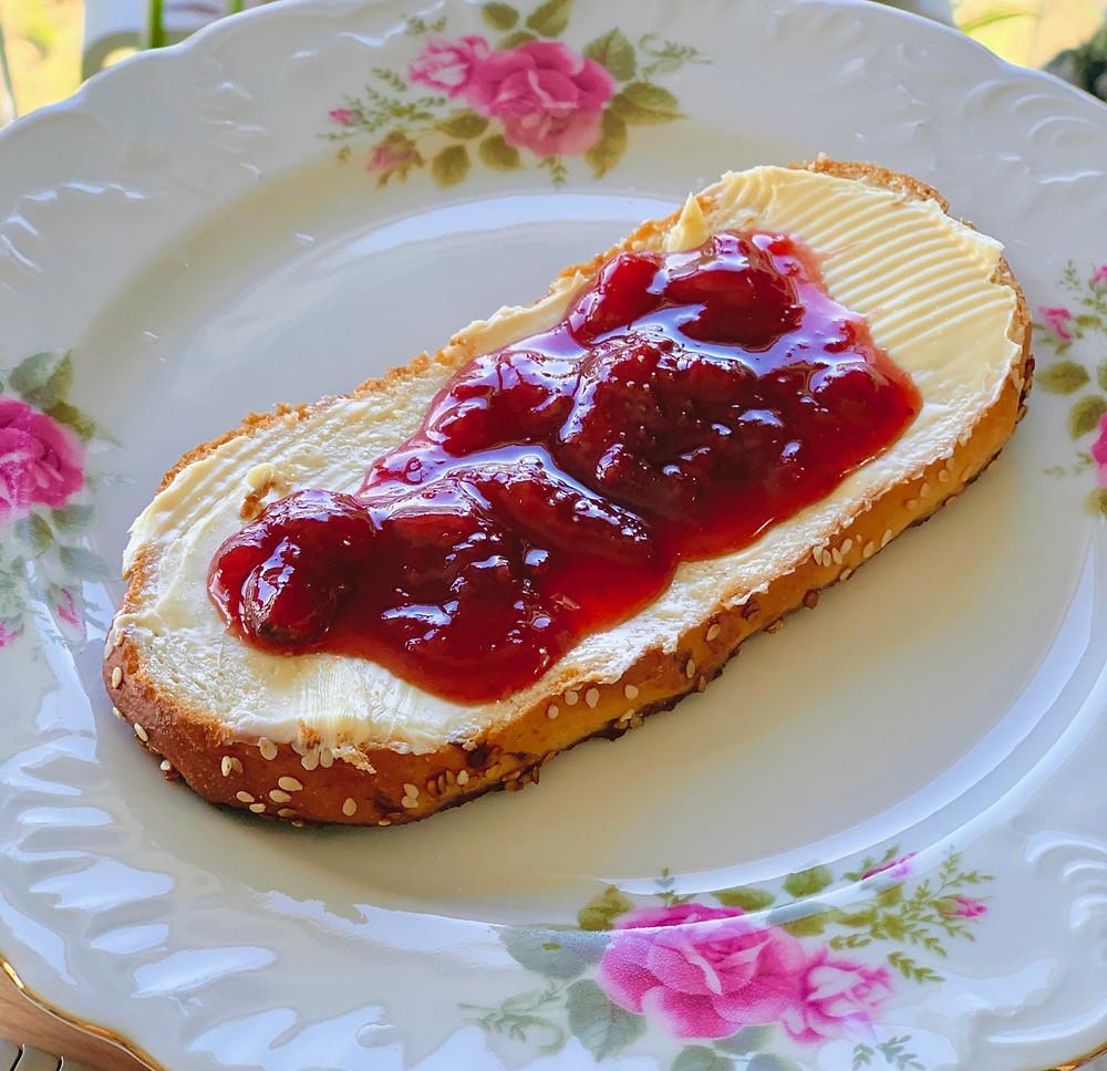 מתכון של ריבת תות שמכינים במיקרו תותים טריים עונתי וטבעוני