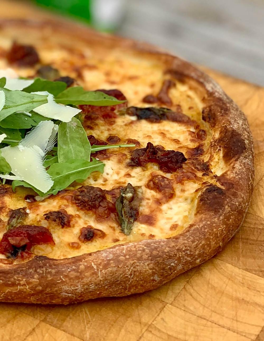 מתכון זריז קל פשוט לבצק פיצה מושלמת של קמח קסמים של סוגת