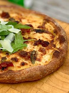 פיצה מושלמת עם רוטב עגבניות צהובות