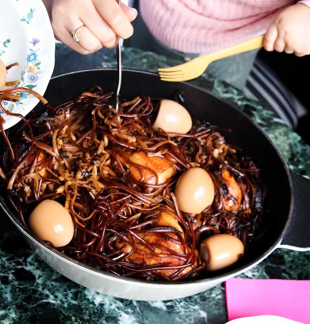 מתכון לחמין מקרוני קל להכנה ומהיר הכי טעים שיש עם עוף  וביצים קשות