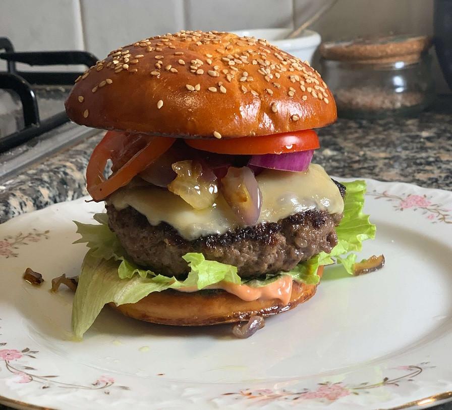 מתכון מושלם של לחמניות המבורגר הכי טובות בעולם
