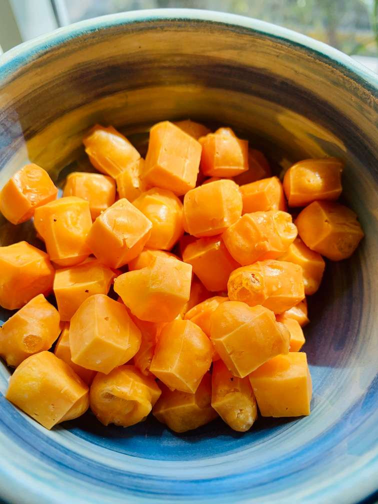 מתכון פשוט קל היסטרי של פופקורן שעשוי מגבינה צהובה צ'דר פריך ומתפצפץ בפה