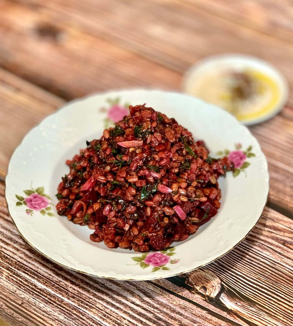 מתכון סלט חיטה עדשים קינואה סלק צלוי ירקות עשבים סלט עיקרית ממלא טעים
