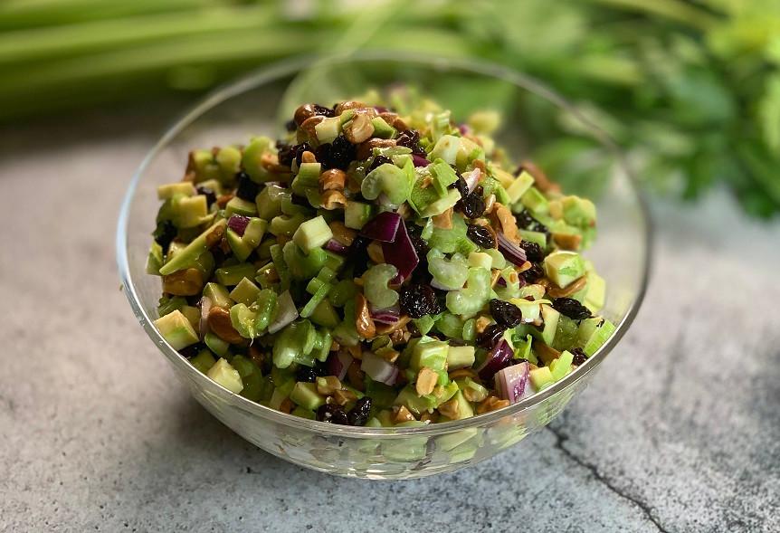 מתכון סלט סלרי בוטנים ואוכמניות קל טעים ופשוט להכנה