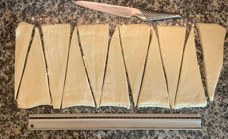 מרכיבים של מתכון מפורט לבצק קרואסון קרואסונים עם קקאו מושלם לאופה הביתי