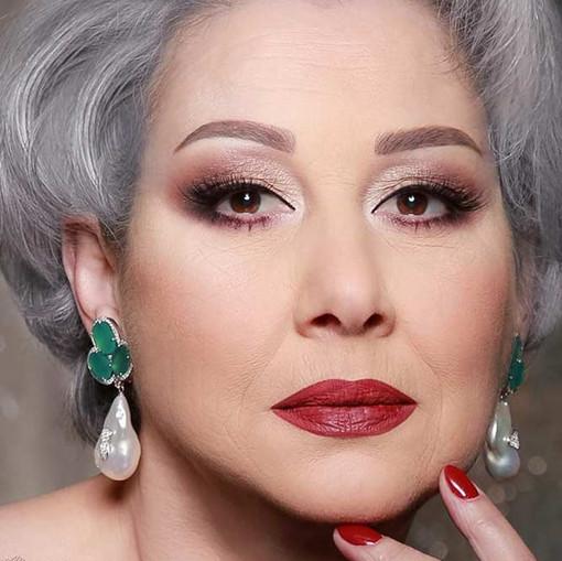 makeup-for-older-women-burgundy-lipstick