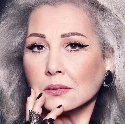 makeup-for-older-women-rose-lipstick-bol