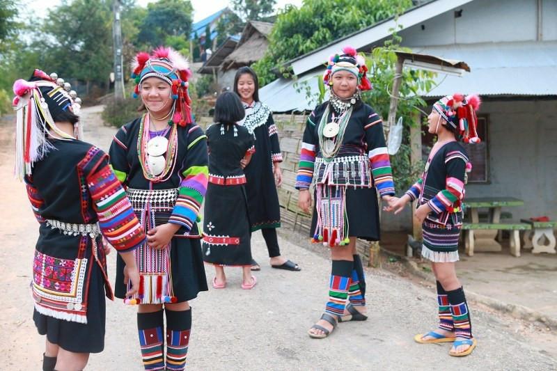 Kids in Akha dress