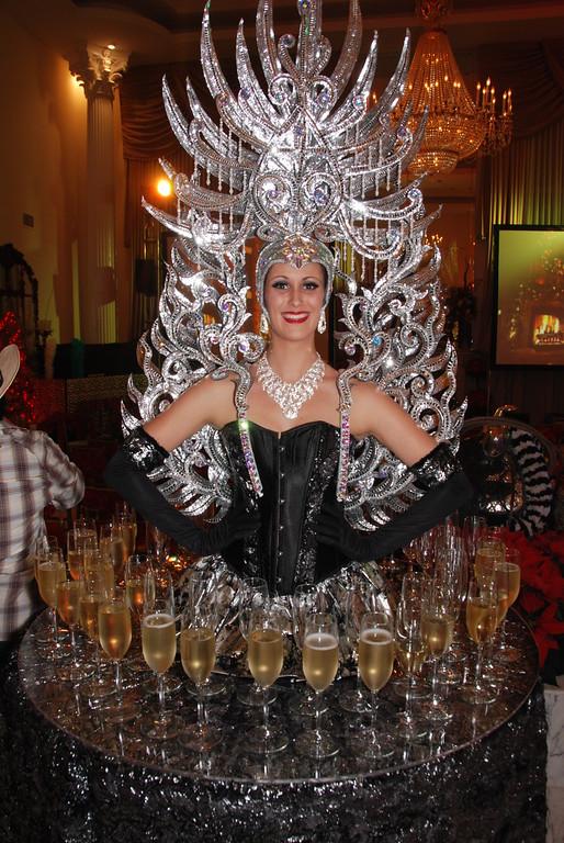 champagne table.jpg