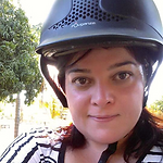 Erika com capacete.png