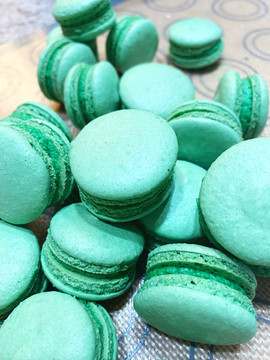 Tiel Colored Macarons